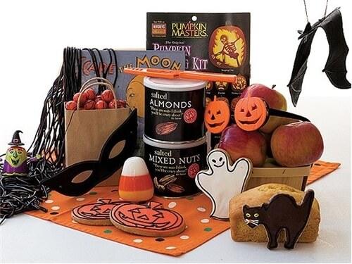 Halloween Spooky Basket.Happy Halloween Gift Basket Scary