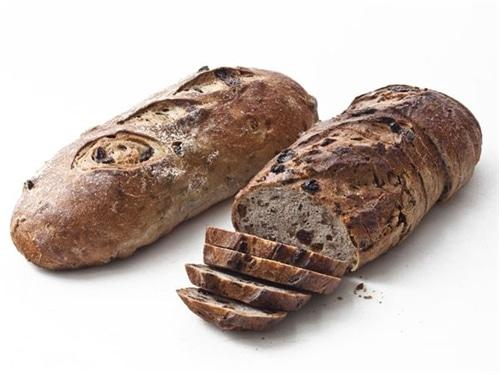 raisin pecan loaf pair eli grew up with dark raisin loaves on new york ...