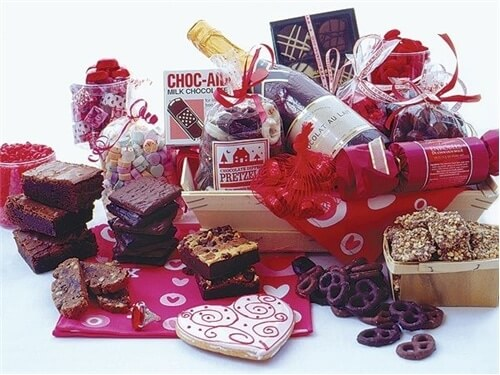 Valentine's Day Gift Basket: I Love You Madly